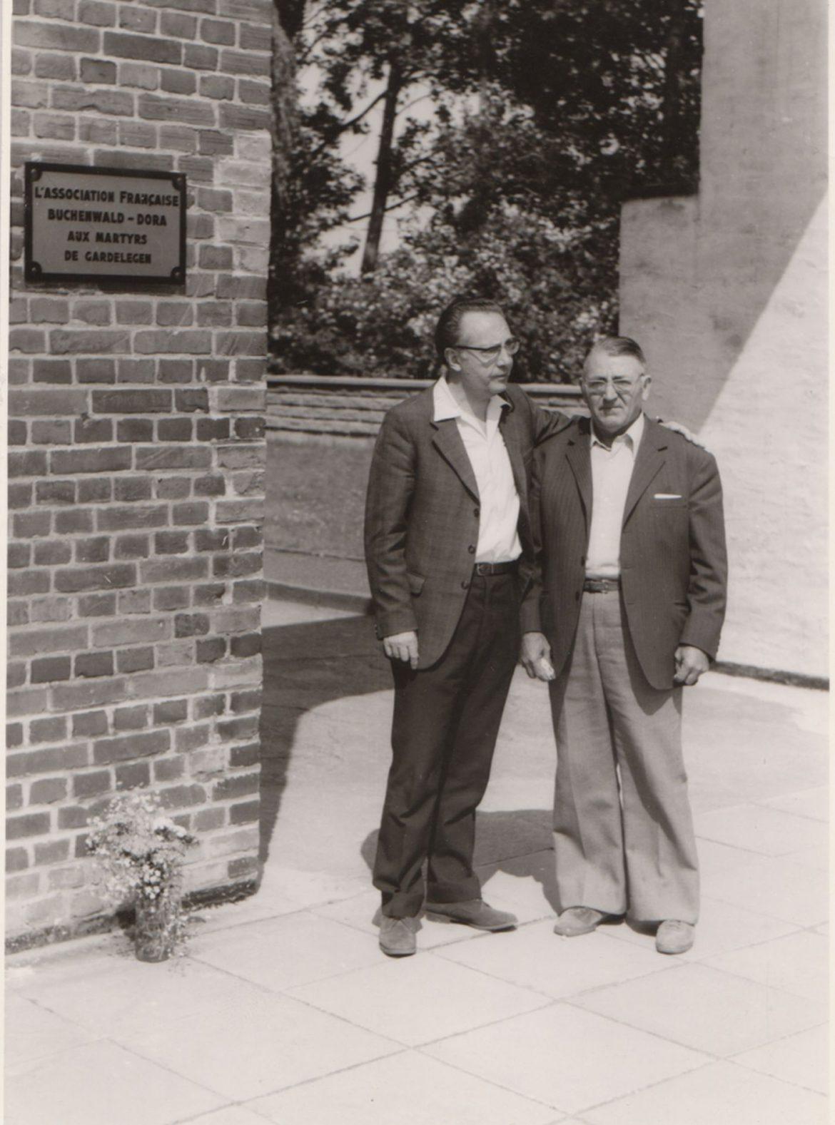 Aimé Bonifas (l.) und Amaro Castellvi (r.), 1975. Foto: Gedenkstätte Gardelegen.