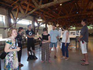 foto 4: Op de studietentoonstelling over het SS-Kamp discussieerden de studenten over de vormgeving van tentoonstellingen over daders in gedenkplaatsen