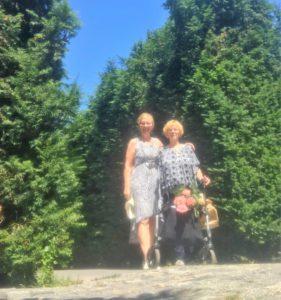 Joke und Ellen Boszhard beim Nationaal Monument Dachau.
