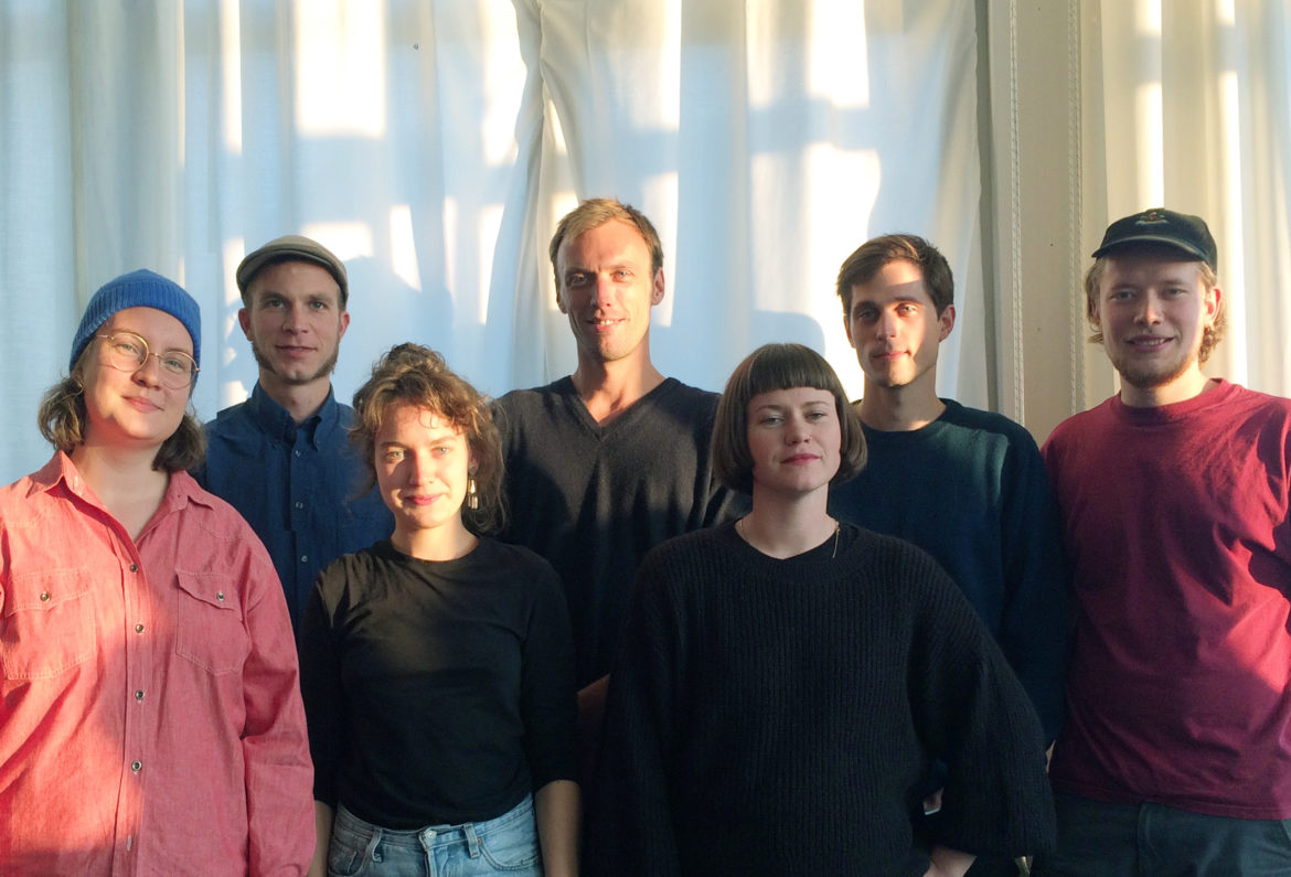 """Studenten van de Hogeschool voor de Kunsten helpen mee het project """"Ort der Verbundenheit"""" te realiseren."""