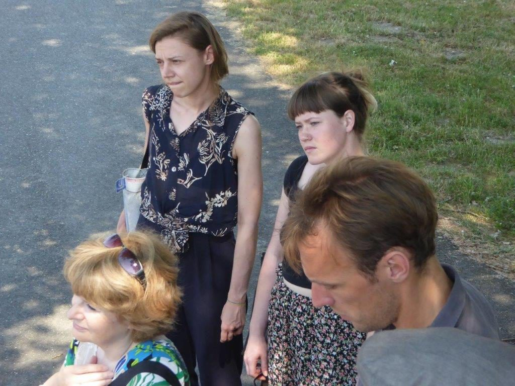 Op 31 mei 2018 hoorden de studenten tijdens een rondgang over de KZ-Gedenkstätte over de onmenselijke arbeidsomstandigheden in het KZ Neuengamme. Foto: Barbara Hartje